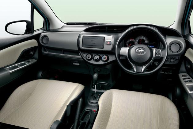 トヨタ 新型 ヴィッツ[1.3F (2WD)]  内装色:アイボリー(設定色)/インテリア