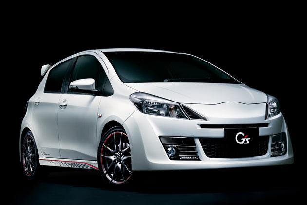"""トヨタ 新型 ヴィッツ[1.5RS""""G's"""" (MT)] ボディカラー:ホワイトパールクリスタルシャイン/フロントエクステリア"""