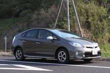 トヨタ プリウス 郊外路での燃費を測定中