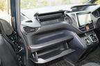 トヨタ 新型ヴォクシーハイブリッド 燃費レポート/助手席前インパネ