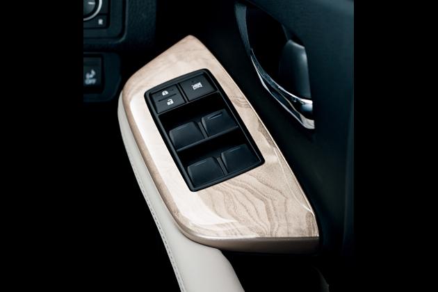 レクサス HS250h 特別仕様車 専用本木目(アッシュバール/ホワイトゴールド) ドアトリムスイッチベース