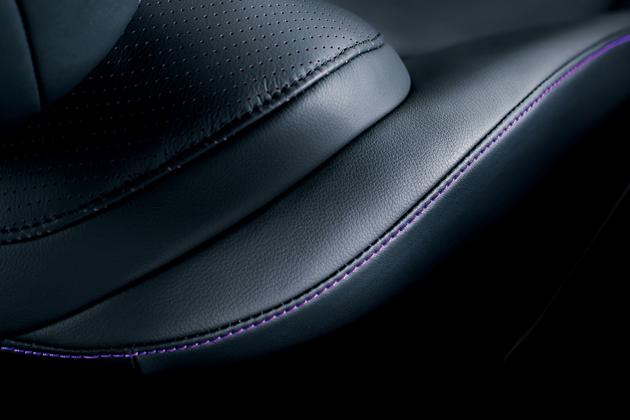 レクサス HS250h 特別仕様車 専用シートステッチ(バイオレット)