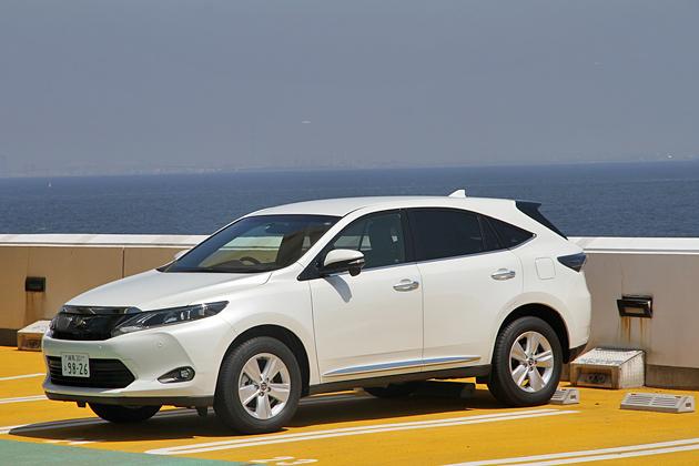 トヨタ 新型ハリアー(ガソリンモデル・ELEGANCE)の高速道路燃費測定中/海ほたるにて1
