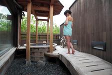周囲への刺激に配慮して、貸切風呂を選択。