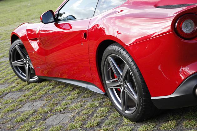 フェラーリ・F12ベルリネッタの画像 p1_7