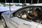 六本木にメルセデスの「インテリジェントドライブ」を体感できるシミュレーターを特別展示