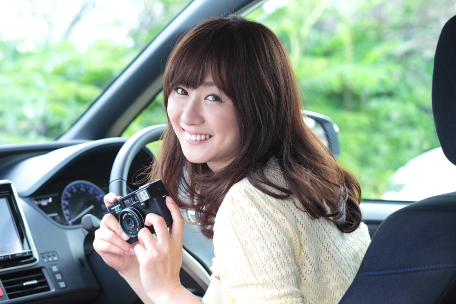 トヨタ ヴォクシーハイブリッド×中村葵【ドライブ美人】