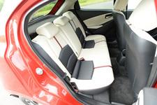 マツダ 新型 デミオ 1.5リッター ディーゼルエンジン搭載モデル(FF) ボディカラー:ソウルレッドプレミアムメタリック/インテリア