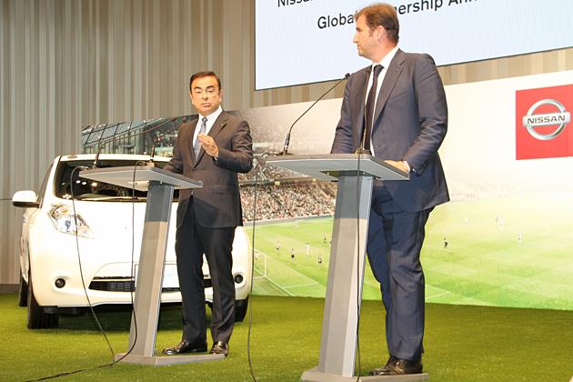 (左から)日産自動車 カルロス・ゴーン社長、シティ フットボール グループ フェラン ソリアーノCEO