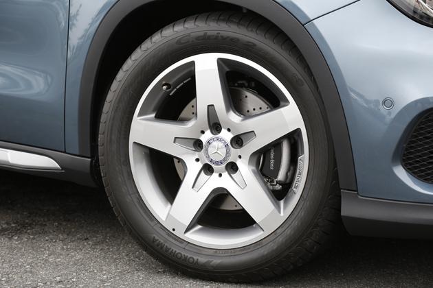 メルセデス・ベンツ GLA 250 4MATIC Sports AMGエクスクルーシブパッケージ[ボディカラー:ユニバースブルー]