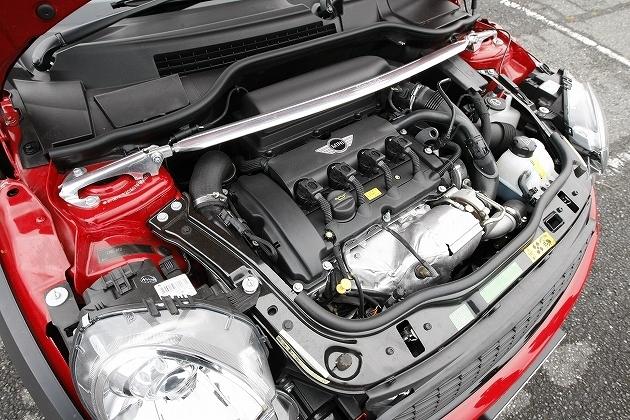 直列4気筒DOHCエンジン