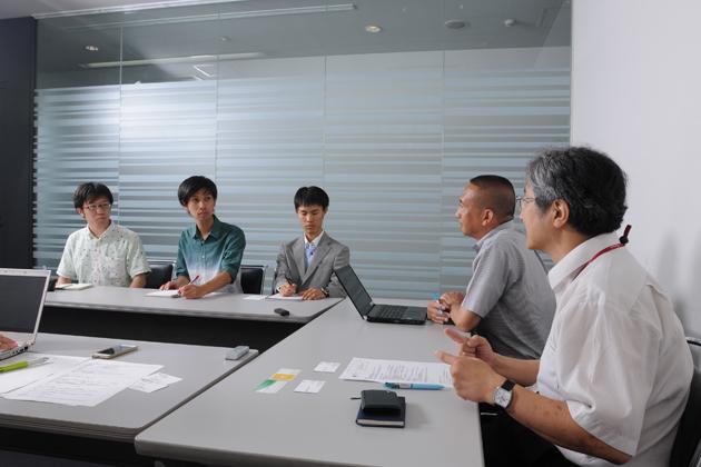 パイオニア 畑野氏・蒲生氏と学生カーソムリエによる対談の様子