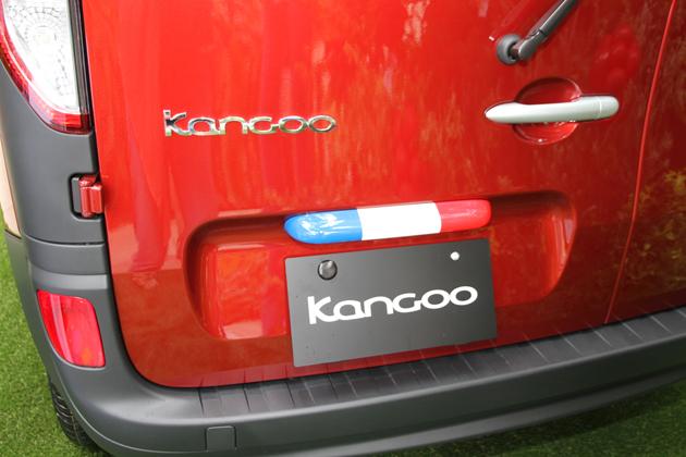 ルノー カングー コンフィチュール(限定車) ボディカラー:ルージュ パボ メタリック