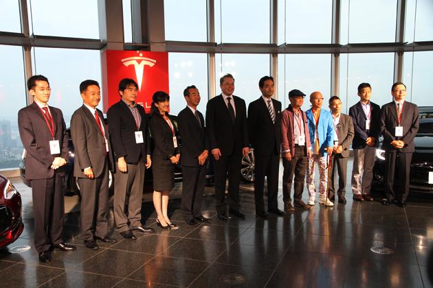 テスラ モデルS 日本納車記念式典にて