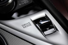 燃費重視のエコモードや加速重視のスポーツモードなどが選択できます。ゆりかチャンはエコモードを選択?