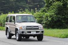 トヨタ 新型ランドクルーザー70 4ドアバン ボディカラー:シルバーメタリック