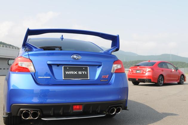 スバル 新型WRX STIと新型WRX S4