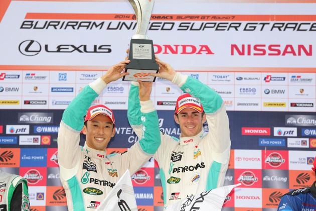 スーパーGT 第7戦 タイ/優勝 36 PETRONAS TOM'S RC F 中嶋 一貴/ジェームス・ロシター