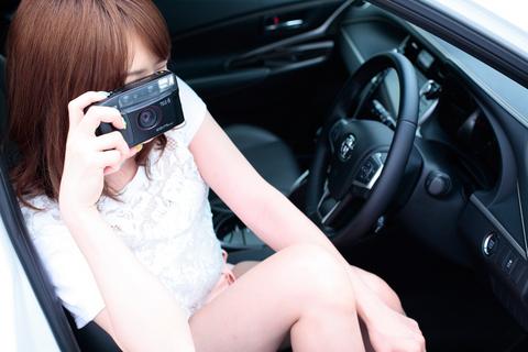 クラシカルなコンパクトカメラで何を撮ってるのかな?
