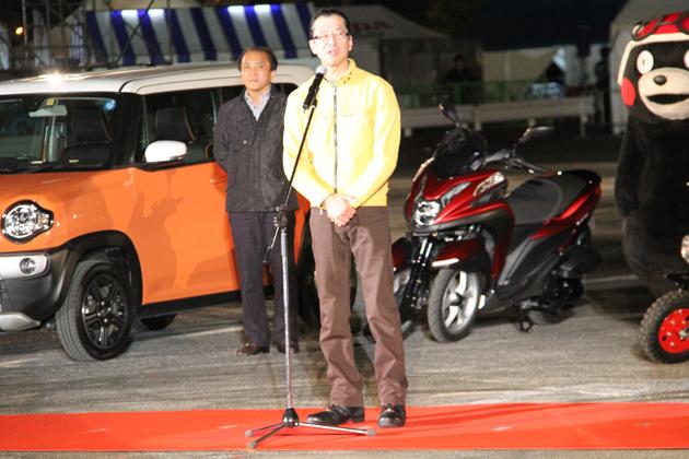 CB400SFで登場した本田技研工業株式会社 代表取締役 会長 池史彦氏は、CB400の生産地である熊本にちなんでくまモンと共に登場