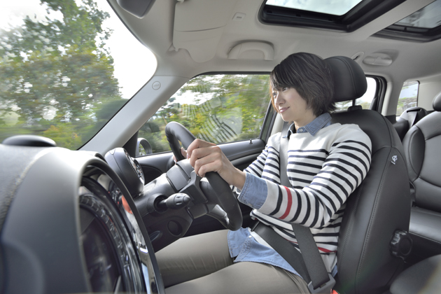 MINI Cooper SD Crossover(ミニクロスオーバー クーパーSD/クリーンディーゼル搭載モデル)[ボディカラー:ジャングル・グリーン(新色)] 試乗レポート/藤島知子 4