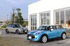 (右)MINI COOPER S 5 DOOR(新型ミニ 5ドア クーパーS)[ボディカラー:エレクトリック・ブルー]