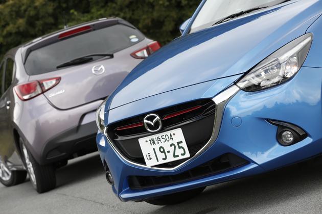 (右)マツダ 新型 デミオ XD ツーリング[2WD・6MT/ボディカラー:ダイナミックブルーマイカ]