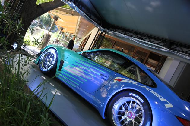 「FALKEN Cafe Aoyama」期間限定オープン ~ポルシェ 911のレース車両レプリカ展示も~