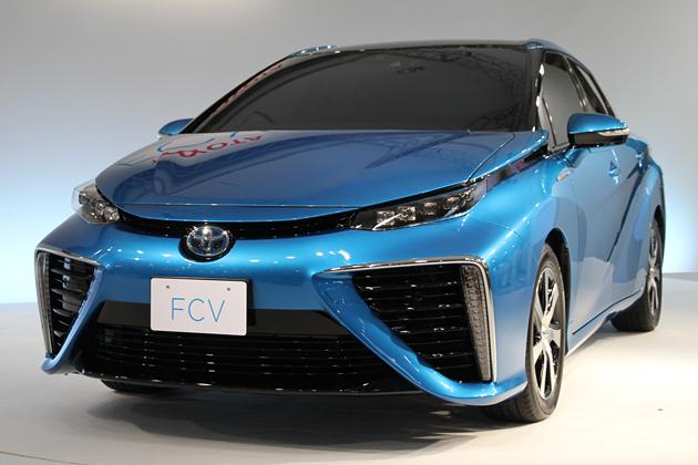 ※写真は2014年6月25日(水)に東京・お台場のMEGA WEBにて開かれた発表会に登場した、トヨタの新型燃料電池自動車FCV