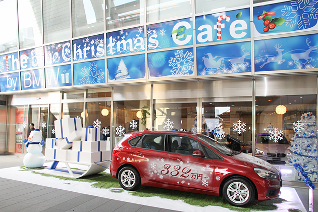 BMW、六本木ヒルズに期間限定カフェ「THE Blue Christmas Cafe by BMW」をオープン
