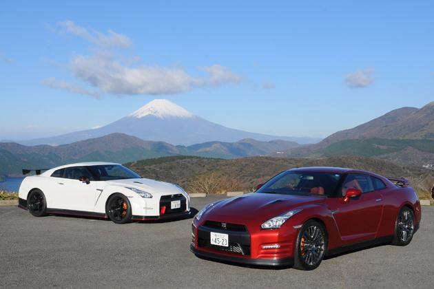 (左)日産 GT-R NISMO 2014年モデル(右)日産 GT-R 2015年モデル