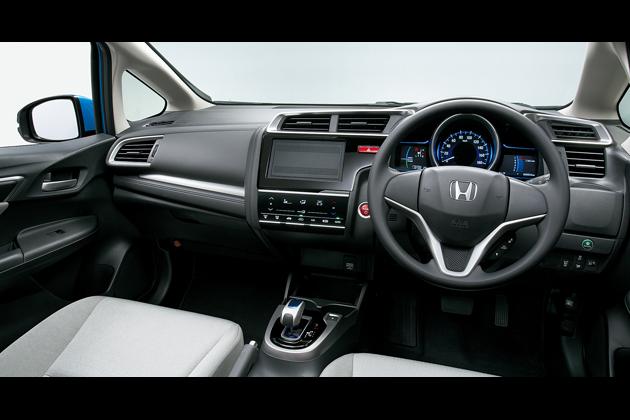 FIT HYBRID・Fパッケージ(FF) インパネ(ライトグレー) オプション装着車