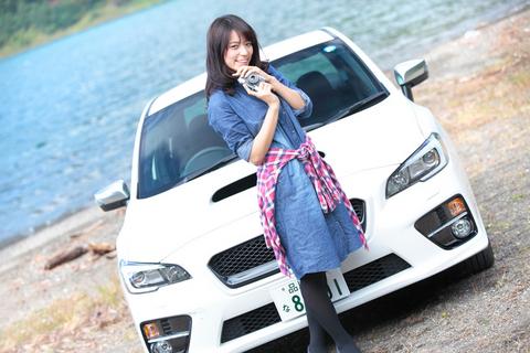 スタイリッシュなマユちゃん×WRX S4、相性はバッチリ!