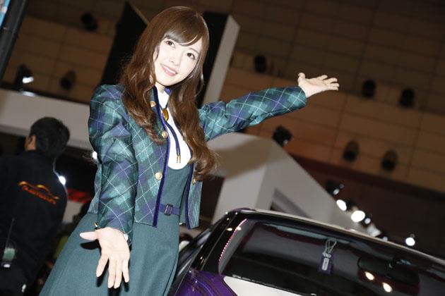 乃木坂46の白石麻衣さんと/オートバックスブース【東京オートサロン2015】