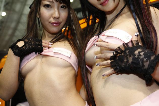 【速報!】こぼれそうな衣装に胸アツ!今年の「ごんた屋」もムンムンの色香に思わずクラクラ!【東京オートサロン2015】