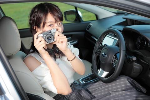 まだ免許はないが、運転席ではしゃぐ姿も良く似合う。