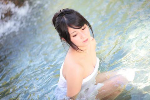 大露天風呂のほか、個室風呂も用意される。