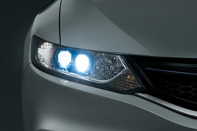 ホンダ 新型ジェイド LEDヘッドライト