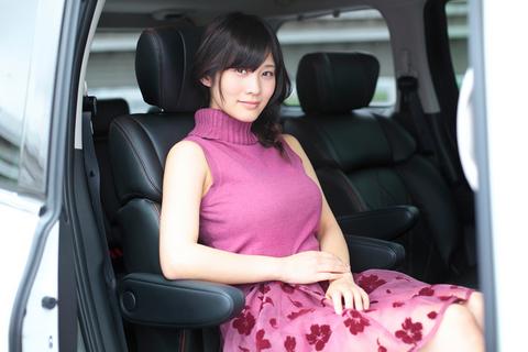 運転席も良いが、セカンドシートの居心地の良さも特筆に値する。
