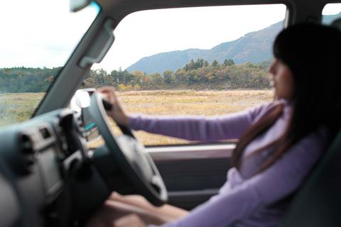 「地の果てまでドライブ」のシーンを思い浮かべ、瞑想中のきじゆりちゃん。