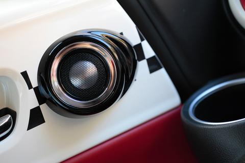 X系にはサウンドマッピングが標準装備。軽自動車史上最高の音質が楽しめる。