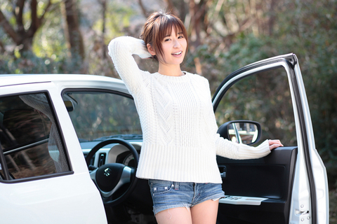 「私の愛車」っぽさが漂うシーン。ちなみにあやぱんは「デートは軽自動車でも全然OK!」とのこと!(涙)