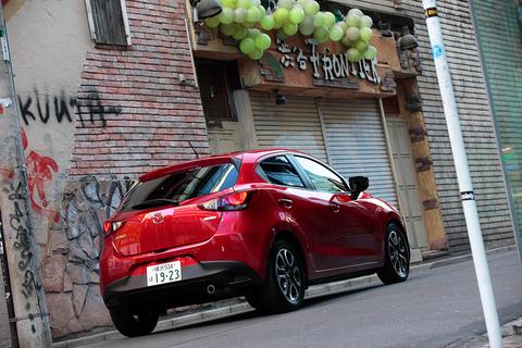 「小型車とは思えない、気品のあるデザインですね」と花実チャンも激賞!