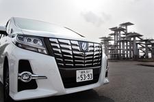 今回のクルマは、ヴェルファイアと併せて発売開始後約1ヶ月で約4万2000台を受注した「トヨタ アルファード」