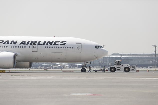 【はたらくクルマ】トーイングカー ~JALの定時運行を支える、空港のはたらくクルマ Vol.1~