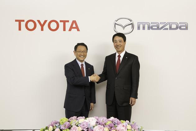 トヨタ自動車株式会社 豊田章男社長とマツダ株式会社 小飼雅道社長 業務提携調印式