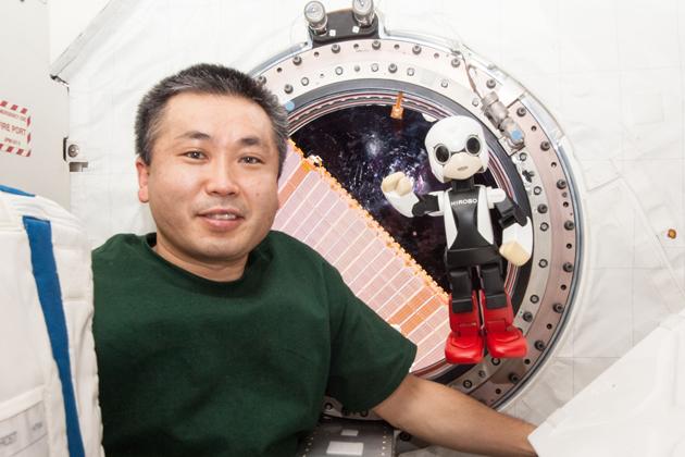 若田光一JAXA宇宙飛行士とロボット宇宙飛行士「KIROBO」(キロボ)