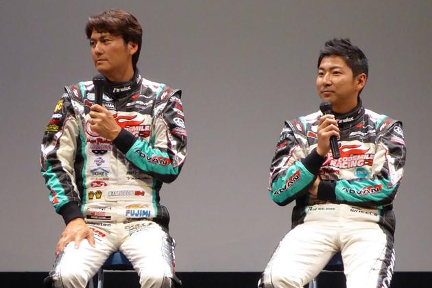 右から、片岡龍也選手(グッドスマイルレーシング所属)、谷口信輝(グッドスマイルレーシング所属)