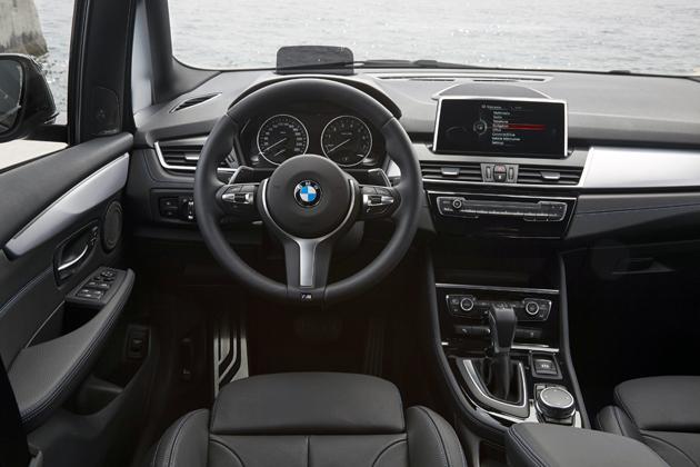 BMW 新型220iアクティブツアラー