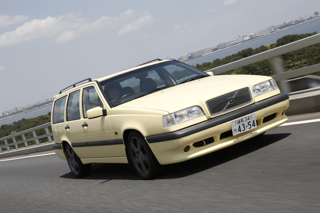 """90年代、皆が憧れた """"黄色いボルボ""""に再試乗! ~ボルボ 850 T-5R エステート[1995年式] 試乗レポート~"""